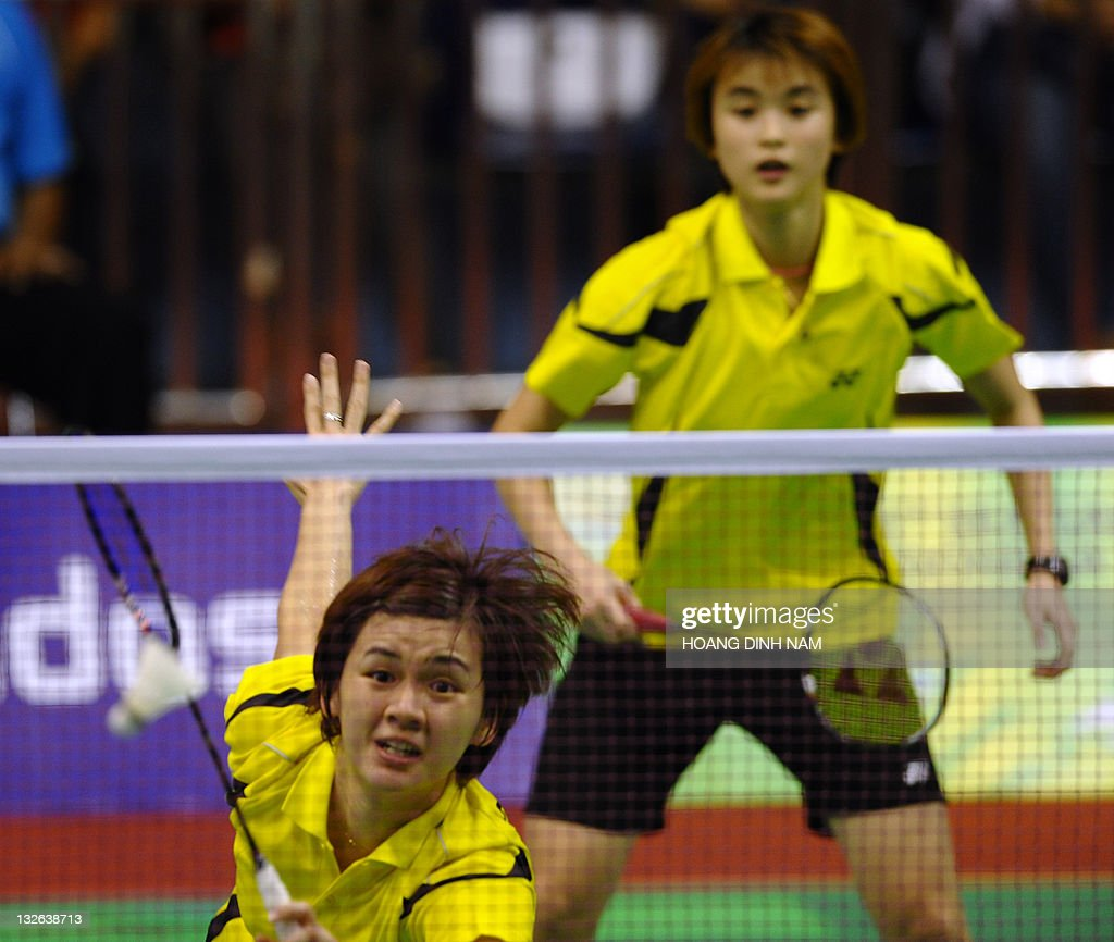 Malaysia s Woon Khe Wei L and Vivian H