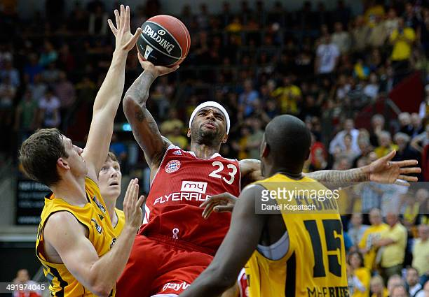 Malcolm Delaney of Muenchen is challenged by Michael Stockton of Ludwigsburg during the Beko BBL Playoffs semifinal match between MHP RIESEN...