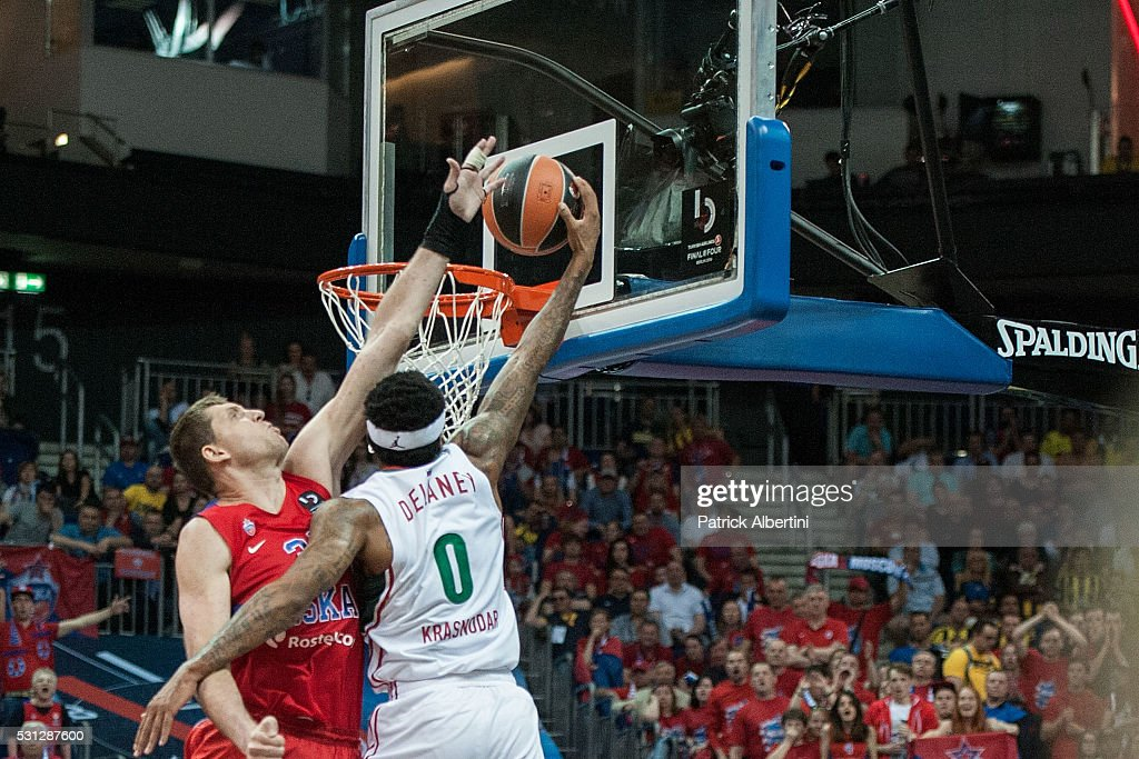 Malcom Delaney #0 of Lokomotiv Kuban Krasnodar competes with Victor Khryapa #31 of CSKA Moscow during Turkish Airlines Euroleague Final Four Berlin...