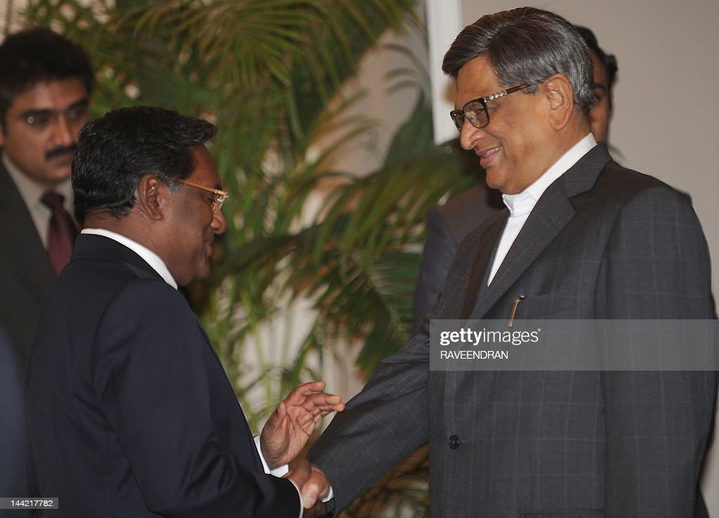Maldives President Mohamed Waheed (L) shakes hands with Indian Minister for External Affairs S.M. Krishna during a meeting in New Delhi on May 12, 2012. Waheed is in India for a five-day visits.