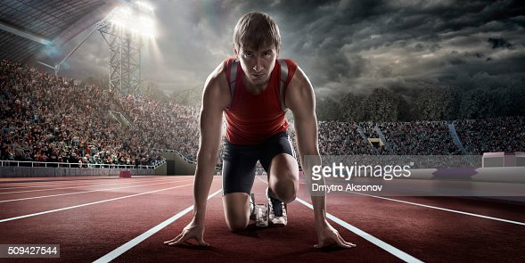 Male athlete prepares to run : Stockfoto