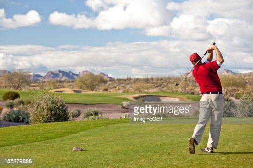 Joueur de golf sur le green