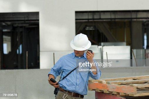 Male construction worker talking on a CB radio : Foto de stock