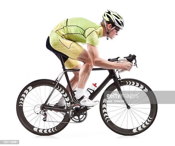 Macho ciclista en bicicleta de carretera con fondo blanco