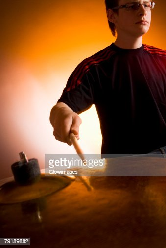 Male drummer playing drums : Foto de stock