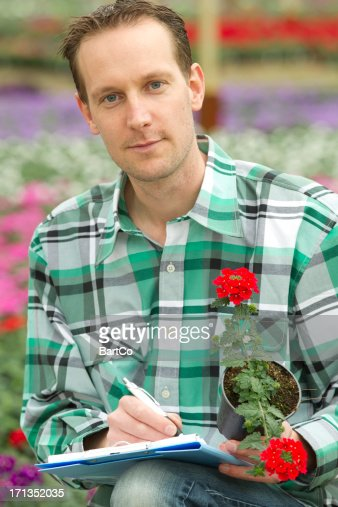雄 Horticulturist 保持鉢植えの植物