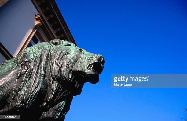 Male lion statue guarding Hotel de Ville on Place Guillaume II.