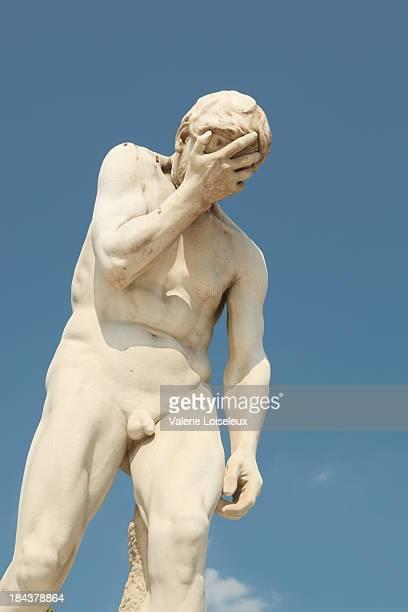 Homme nu dans la sculpture