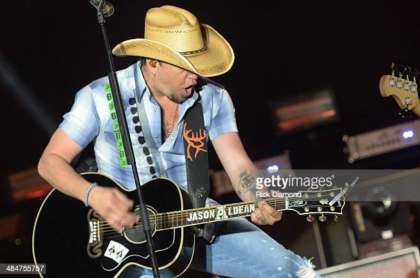 Male Vocalist of the Year Jason Aldean at Country Thunder USA In Florence Arizona Day 4 on April 13 2014