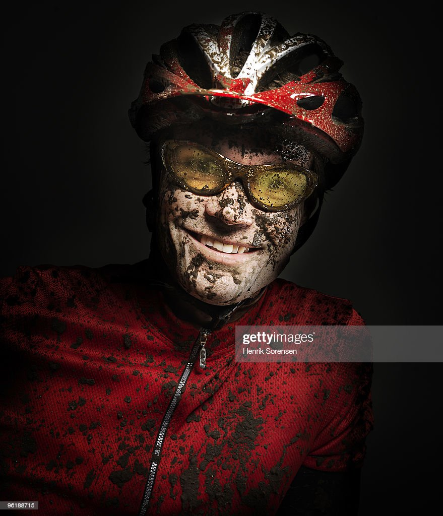 Male with helmet and shades covered in mud : Stockfoto