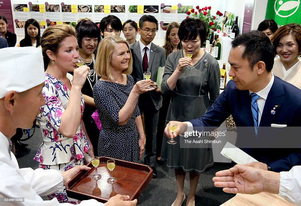 Malgorzata Tusk (C), wife of European Council President Donald Tusk, Akie Abe (R), wife of Japanese Prime Minister Shinzo Abe and Sophie Gregoire-Trudeau (L), wife of Canadian Prime Minister Justin Trudeau taste the 'Ise-Cha' specialty green tea from the region as a spouse program at the International Media Center during the Group of Seven summit at Ise Shrine on May 27, 2016 in Ise, Mie, Japan. The 2-day Group of Seven summit takes place to discuss key global issues such as global economy and counter terrorism measures.