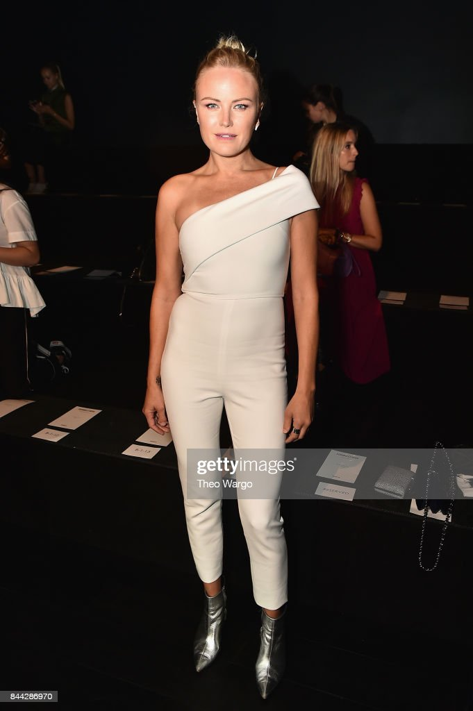 malia-akerman-attends-the-cushnie-et-ochs-fashion-show-during-new-picture-id844286970