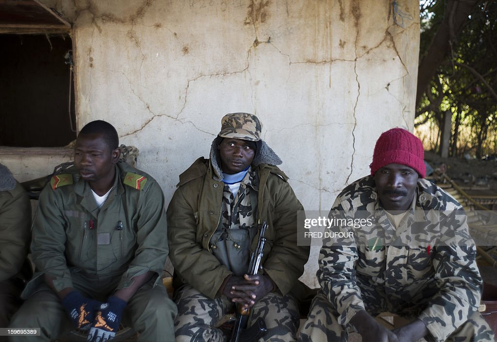 Malian army soldiers rest at a checkpoint in Niono, on January 18, 2013. France now has 1,800 troops on the ground in Mali, inching closer to the goal of 2,500 it plans to deploy in its African former colony, Defence Minister Jean-Yves Le Drian said today. That was 400 more than a day earlier, said the minister as he met with French special forces in the western port of Lorient. The troops have been sent to help the Malian army regain control of the north from Islamist groups.