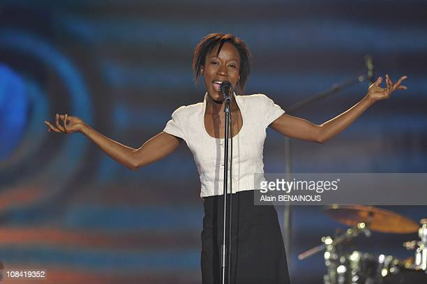 """Malian singer Rokia Traore delivers a speech after receiving the best world music record award during the 24th 'Music's Victories"""" annual ceremony in..."""