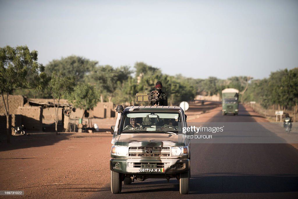 A Malian soldier holds a machine gun in a jeep on the road back from Mopti, on January 19, 2013 in Kongena. West African leaders Saturday sought urgent financial and logistical aid from the United Nations for a regional force in Mali to boost a French-led offensive against Islamists bearing down from the north. AFP PHOTO / FRED DUFOUR