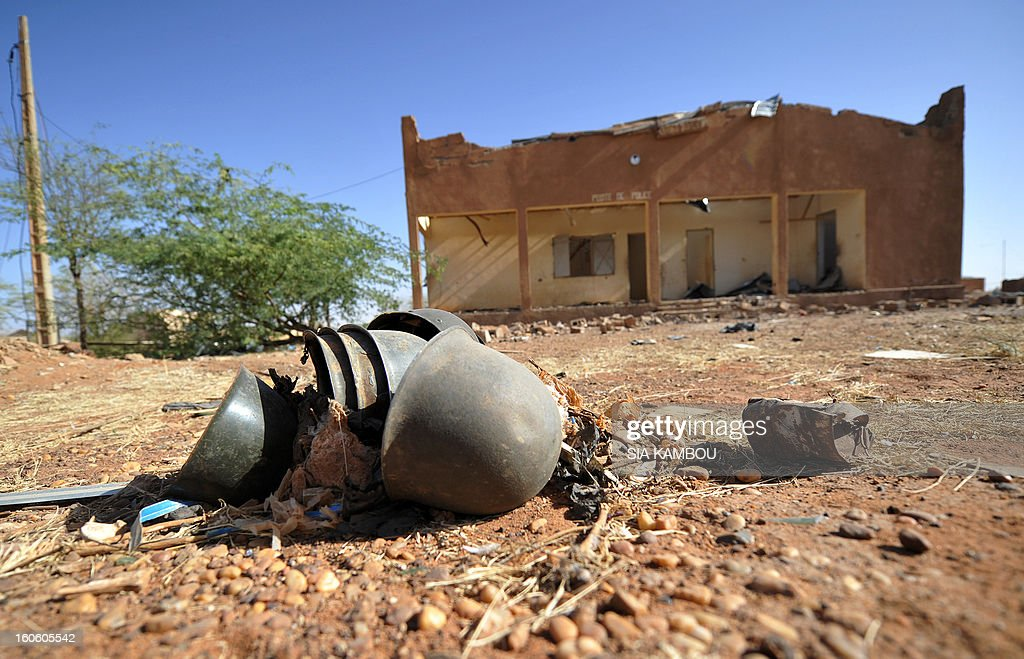 Malian troops helmets lay on the floor on February 3, 2013 in Gao. France said it carried out major air strikes today near Kidal, the last bastion of armed extremists chased from Mali's desert north in a lightning French-led offensive. AFP PHOTO / SIA KAMBOU