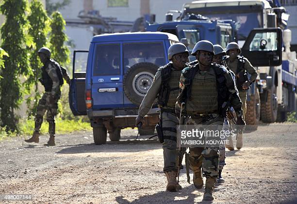Malian troops take position near the Radisson Blu hotel in Bamako on November 20 2015 Gunmen went on a shooting rampage at the luxury hotel in Mali's...
