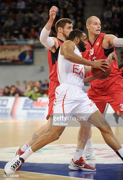 Malik Hairston #7 of EA7 Emporio Armani Milano competes with Andres Nocioni #5 of Caja Laboral Vitoria and Maciej Lampe #30 of Caja Laboral Vitoria...