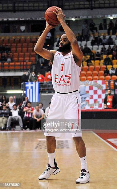 Malik Hairston #7 of EA7 Emporio Armani Milano in action during the 20122013 Turkish Airlines Euroleague Regular Season Game Day 10 between...