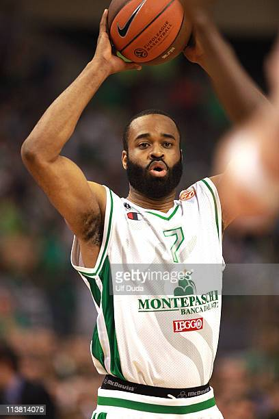 Malik Hairston #7 of Montepaschi Siena in action during the Turkish Airlines Euroleague Final Four Semifinal B between Panathinaikos Athens vs...