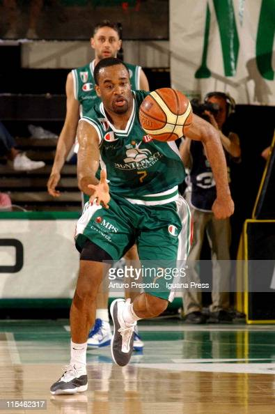 Malik Hairston of Montepaschi in action during the LegaBasket Serie A playoff match between Benetton Treviso and Montepaschi Siena at Palaverde on...