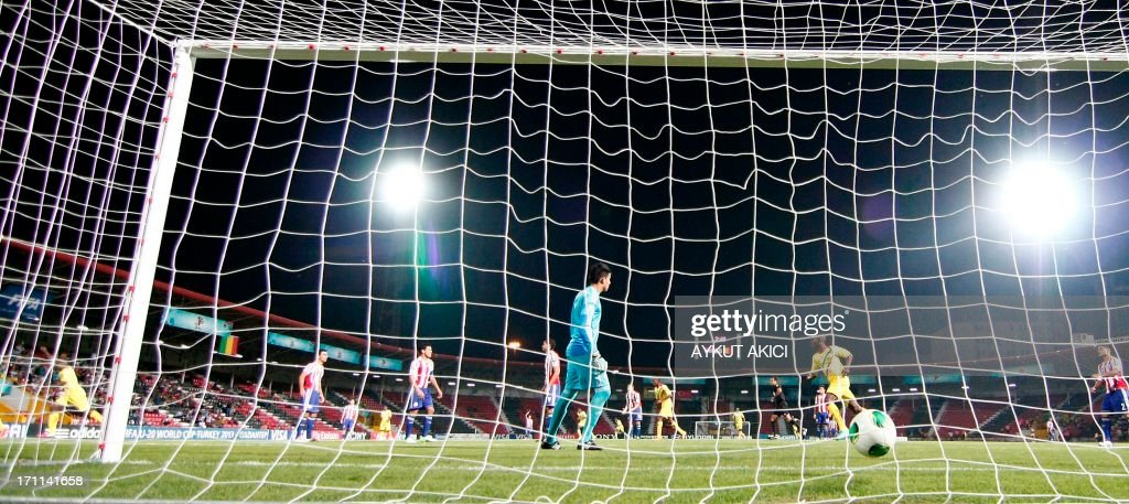Mali's Adama Niane (far L) scores during the group stage football match between Mali and Paraguay at the FIFA Under 20 World Cup at the Kamil Ocak stadium in Gaziantep on June 22, 2013. AFP PHOTO/TURKPIX/Aykut AKICI