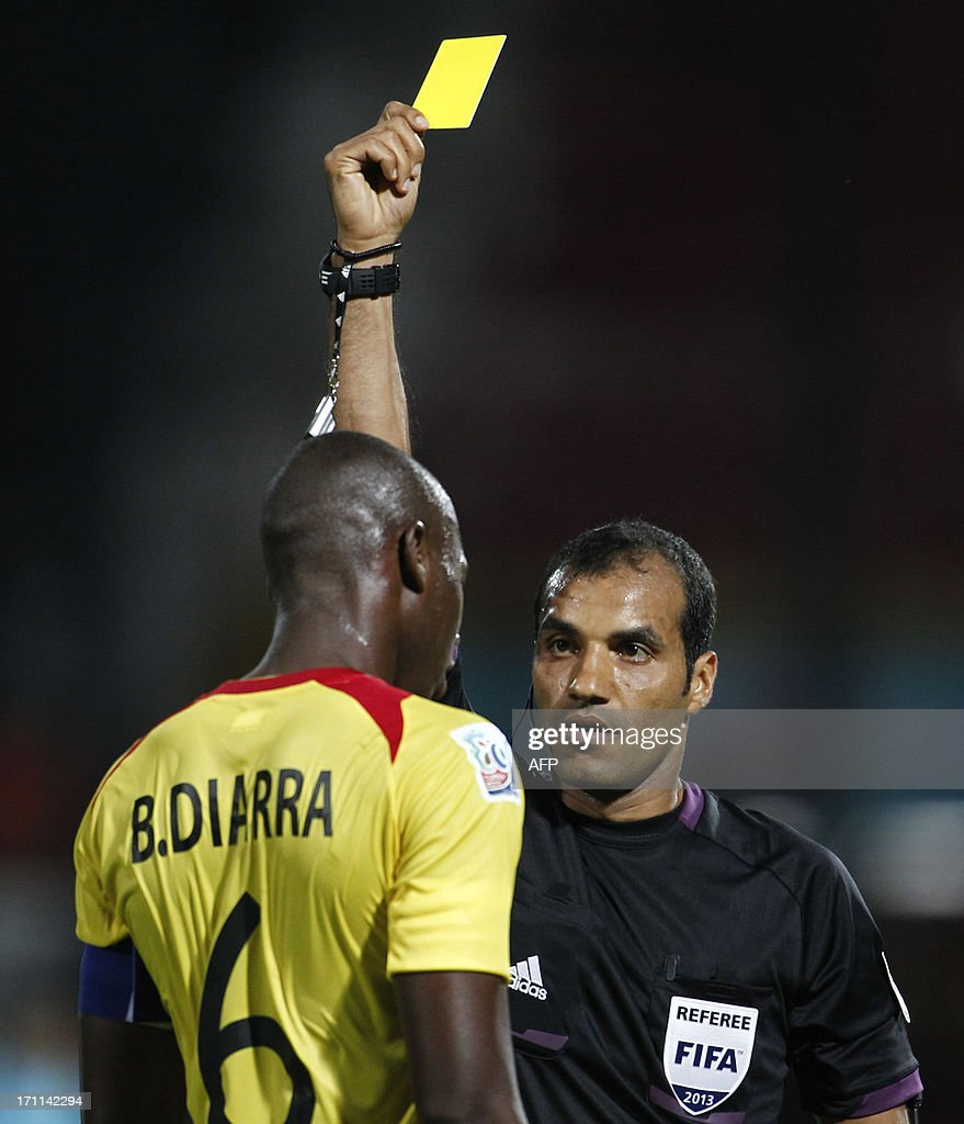 Mali's Boubacar Diarra (L) receives a yellow card during the group stage football match between Mali and Paraguay at the FIFA Under 20 World Cup at the Kamil Ocak stadium in Gaziantep on June 22, 2013. AFP PHOTO/TURKPIX/Aykut AKICI