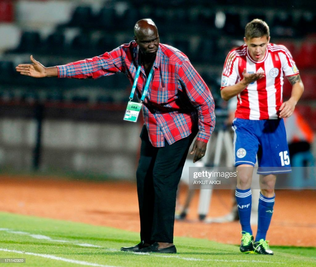 Mali's Coach Moussa Keita (L) reacts during the group stage football match between Mali and Paraguay at the FIFA Under 20 World Cup at the Kamil Ocak stadium in Gaziantep on June 22, 2013. AFP PHOTO/TURKPIX/Aykut AKICI
