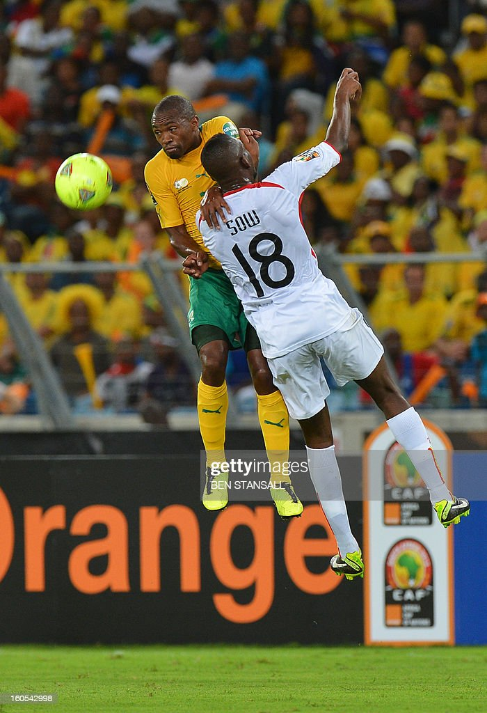 Mali's midfielder Samba Sow (R) vies with South Africa's striker Bernard Parker during the African Cup of Nation 2013 quarter final football match South-Africa vs Mali, on February 2, 2013 in Durban.