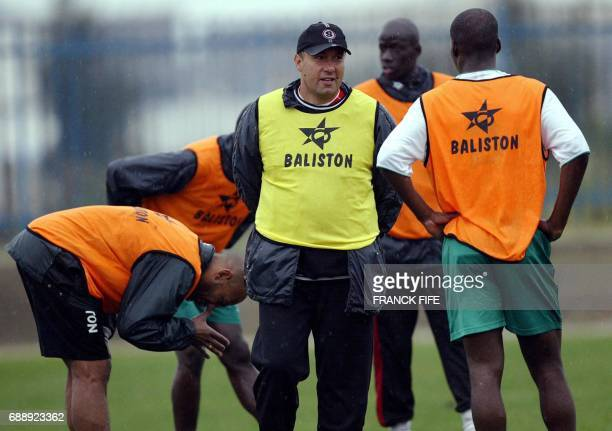 Mali's national team coach French Henry Stambouli drives his team's training session 23 January 2004 in Tunis on the eve of the start of the 2004...