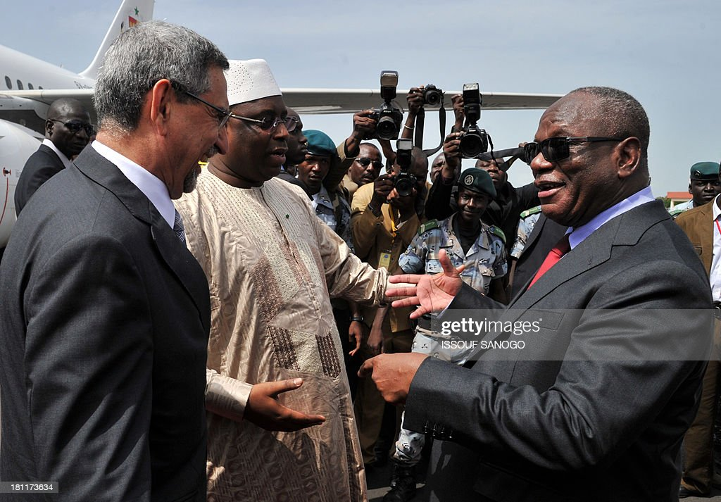 Mali's new president Ibrahim Boubacar Keita (R) greets Senegal's president Maky Sall (C) and Cap Verde's president Jorge Carlos de Almeida Fonseca (L) on September 19, 2013, at the Bamako airport, before his inauguration ceremony as Mali's new President. Leaders from across Africa and France watched the inauguration of Mali President Ibrahim Boubacar Keita in front of thousands of his supporters today as the nation entered a new era of democracy after months of political chaos. AFP PHOTO / ISSOUF SANOGO