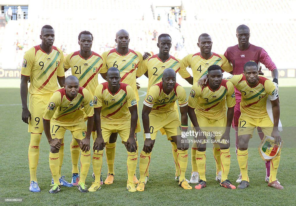 Mali's team players pose on January 24, 2013 before a 2013 African Cup of Nation Group B football match against Ghana at Nelson Mandela Bay Stadium in Port Elizabeth. Front row, from left : midfielder Mahamane Traore, forward Sigamary Diarra, midfielder Samba Diakite, defender Adama Tamboura, midfielder Seydou Keita. Back row, from left : forward Cheick Tidiane Diabate, defender Mahamadou Ndiaye, midfielder Momo Sissoko, defender Fousseiny Diawara, defender Adama Coulibaly, goalkeeper Mamadou Samassa. AFP PHOTO / STEPHANE DE SAKUTIN