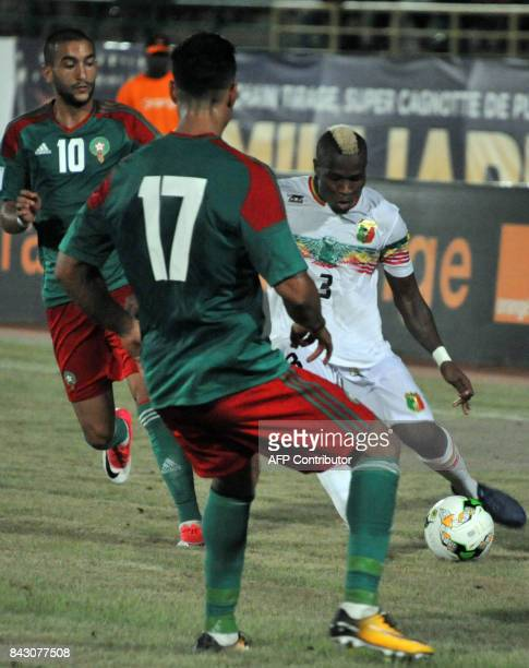 Mali's Youssouf Kone vies with Marocco's Ziyach Hakim and Nabil Dirar on September 5 2017 in Bamako during the World Cup 2018 Africa qualifying...