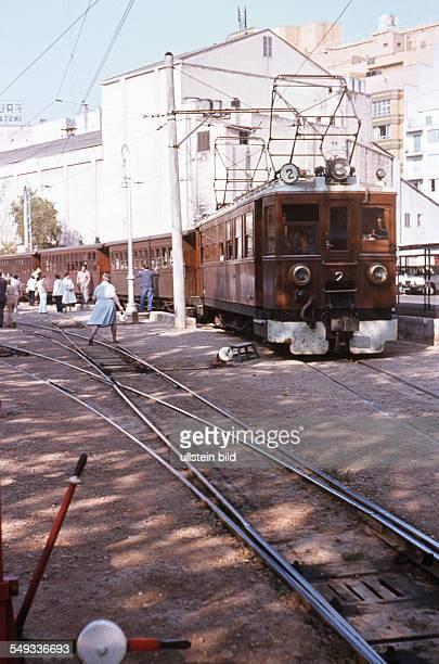 Mallorca historische Eisenbahn 'Roter Blitz' die Bahn verkehrt regelmäßig zwischen Palma de Mallorca und Soller Bahnhof