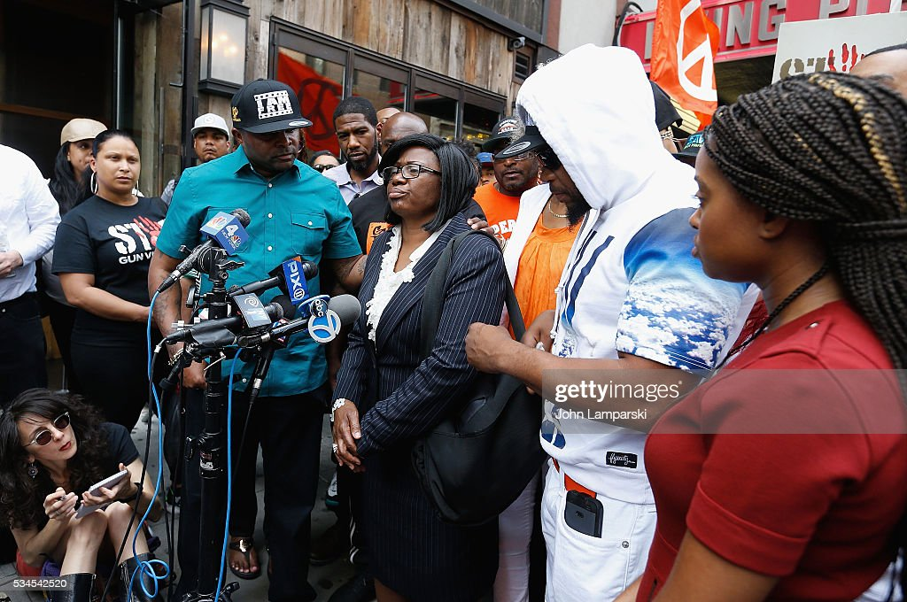 AT Mallory, New york City Council Member, Jumaane Williams, Brother of Ronald McPhatter, Shanduke McPhatter Erica Ford, mother Rose McPhatter and Tamika Mallory attend National Anti-Violence Community Press Conference at Irving Plaza with family of Ronald McPhatter, shooting victim at Irving Plaza on May 26, 2016 in New York City.