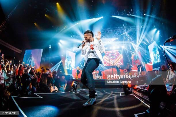 Maluma performs live on stage at Espaco das Americas on November 9 2017 in Sao Paulo Brazil