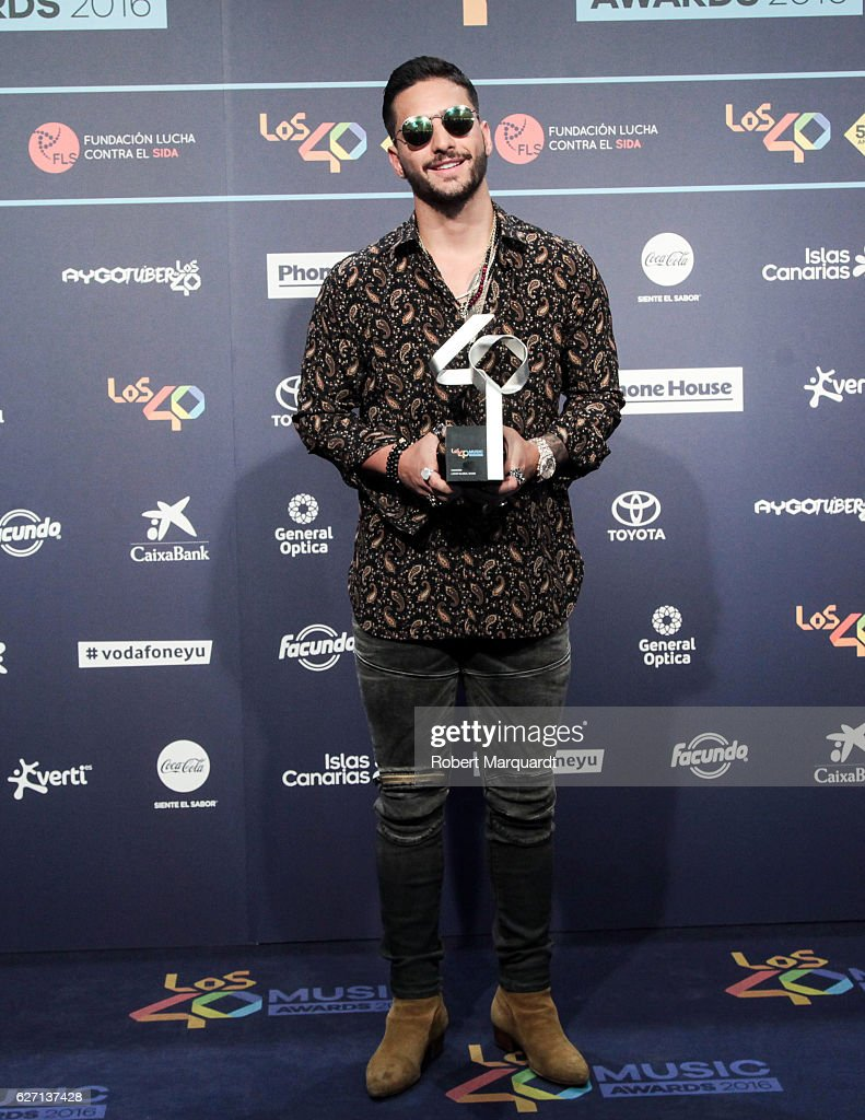 maluma-poses-backstage-after-receiving-an-award-at-the-los-40-music-picture-id627137428