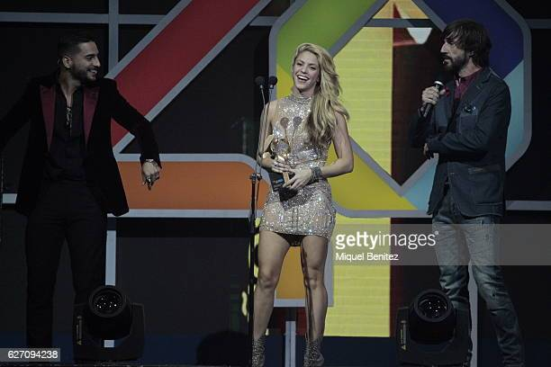Maluma Shakira and Santi Millan attend the Los 40 Music Awards 2016 at Palau Sant Jordi on December 1 2016 in Barcelona Spain