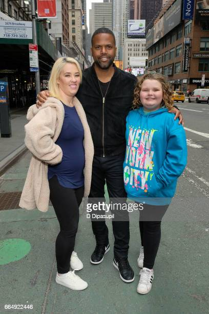 Mama June AJ Calloway and Honey Boo Boo pose on the set of 'Extra' on April 5 2017 in New York City