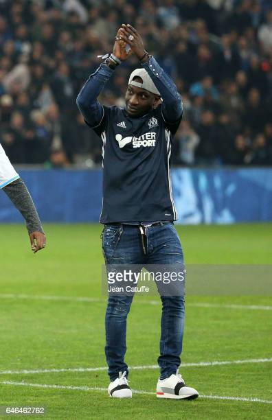 Mamadou Niang kicks off the French Ligue 1 match between Olympique de Marseille and Paris Saint Germain at Stade Velodrome on February 26 2017 in...