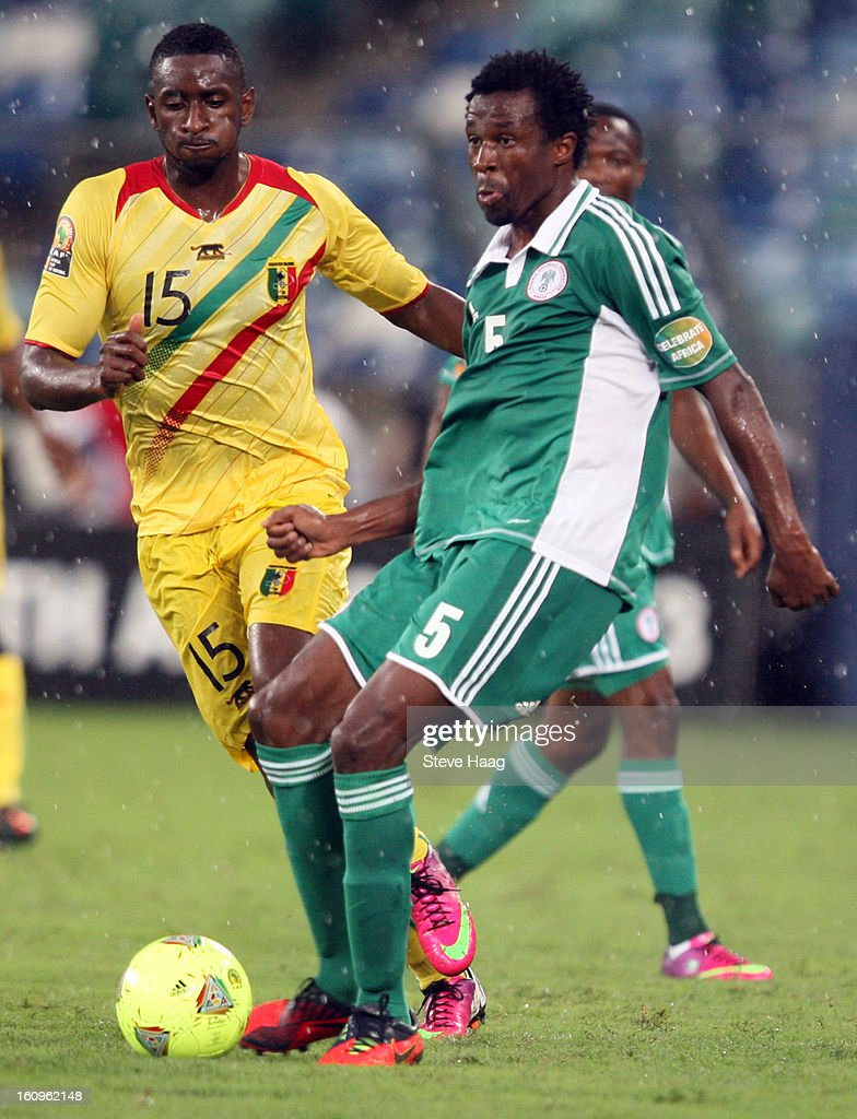 Mamadou Samassa of Mali competes for the ball with Efe Ambrose of Nigeria during the 2013 African Cup of Nations Semi-Final match between Mali and Nigeria at Moses Mahbida Stadium on February 06, 2013 in Durban, South Africa.