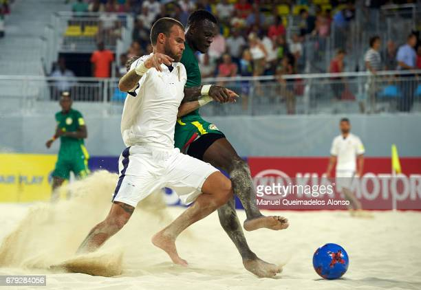 Mamadou Sylla of Senegal competes for the ball with Francesco Corosiniti of Italy during the FIFA Beach Soccer World Cup Bahamas 2017 quarter final...
