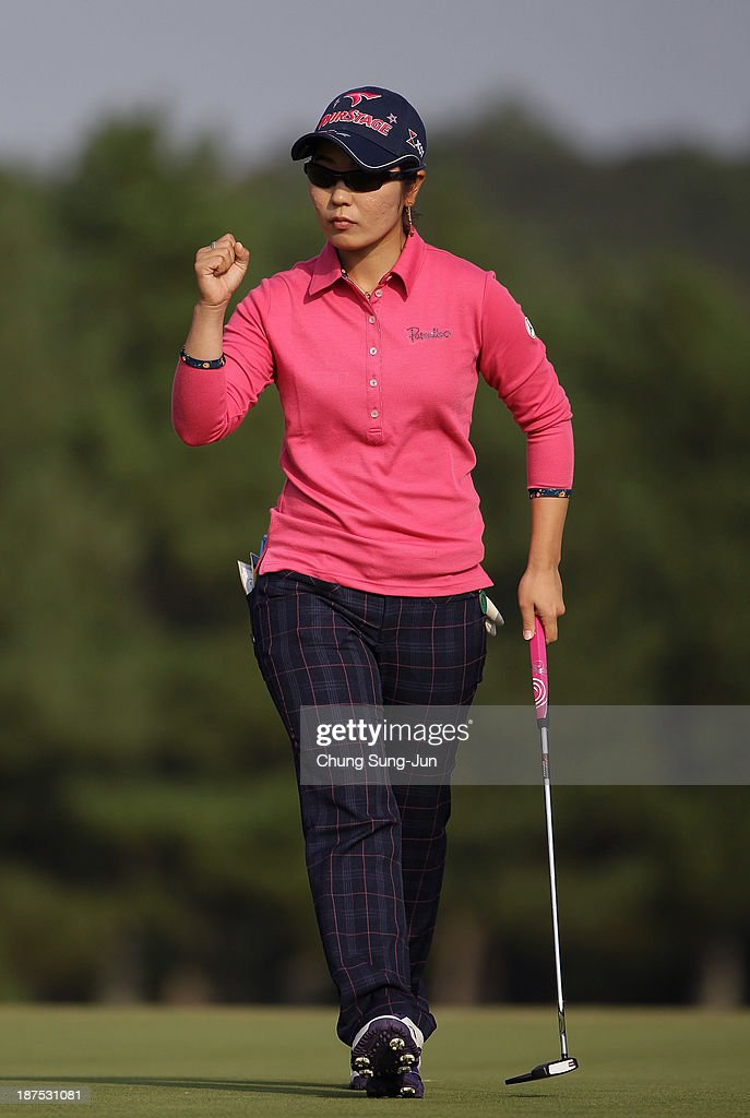 Mamiko Higa of Japan reacts after a shot on the 18th hole during the final round of the Mizuno Classic at Kintetsu Kashikojima Country Club on November 10, 2013 in Shima, Japan.