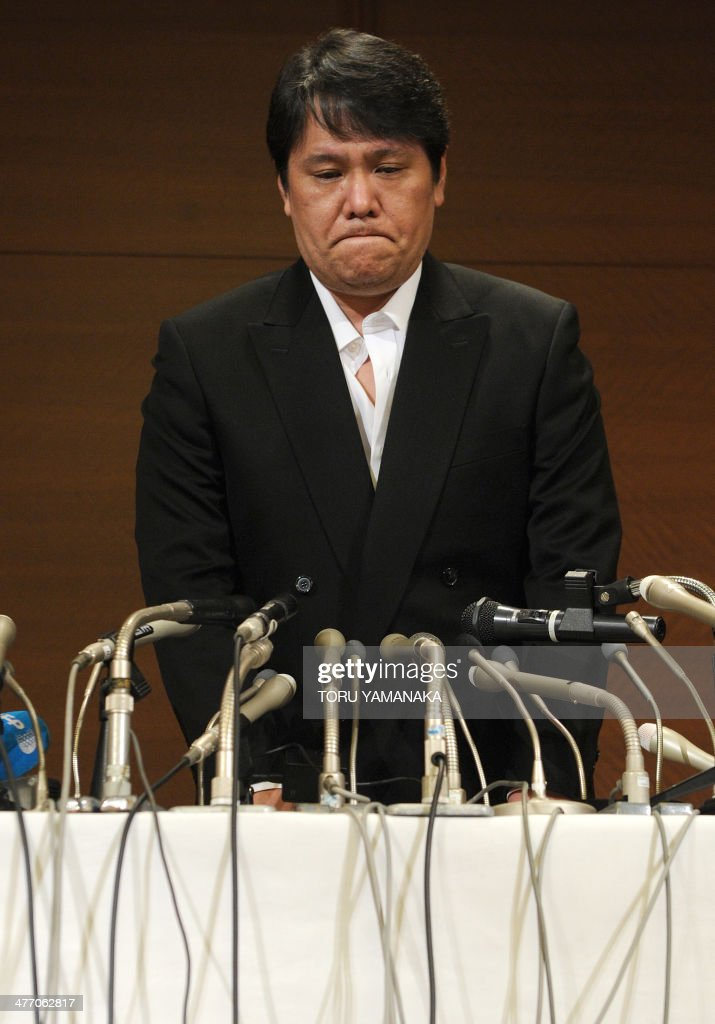 Mamoru Samuragochi, dubbed 'Japan's Beethoven', makes an apology at a press conference room in Tokyo on March 7, 2014. The fraudulent composer, who admitted someone else wrote his music and came under fire when his ghost composer claimed he could hear perfectly well, on March 7 appeared and apologised before television cameras for the first time after the scandal surfaced, but still insisting that he has hearing difficulties. AFP PHOTO/Toru YAMANAKA