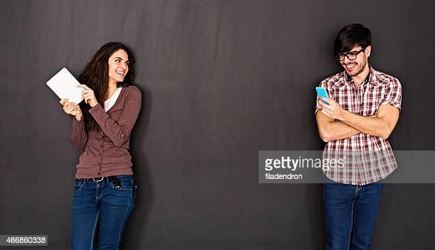 Mann und Frau im sozialen Netzwerk-Konzept