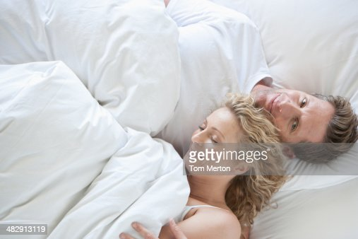 Donne di et media foto e immagini stock getty images - Foto di donne sul letto ...