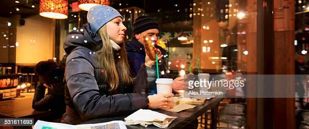 Homme et Femme au café