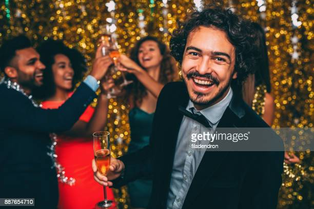 Man op een New Year's Eve party
