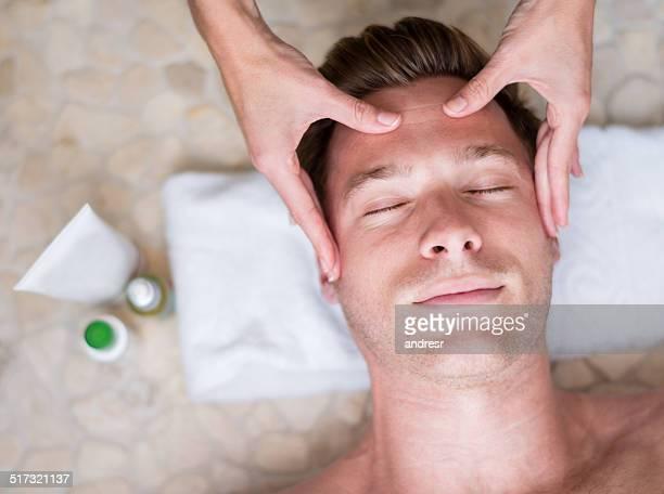 Homme au spa
