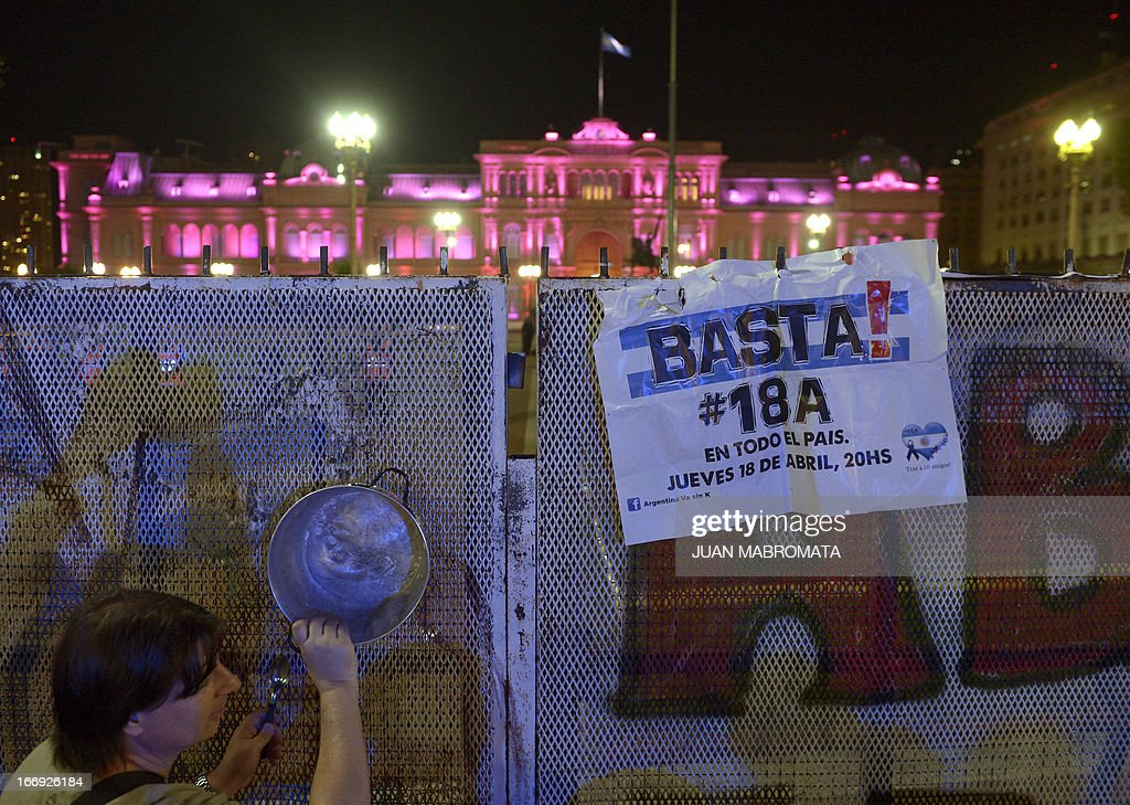A man bangs an empty pan on a fence in Plaza de Mayo square, in front of Government Palace during a 'cacerolazo' (a form of civilian protest in which pots are used to make noise) against Argentine President Cristina Fernandez de Kirchner's government policies in Buenos Aires on April 18, 2013. AFP PHOTO / JUAN MABROMATA
